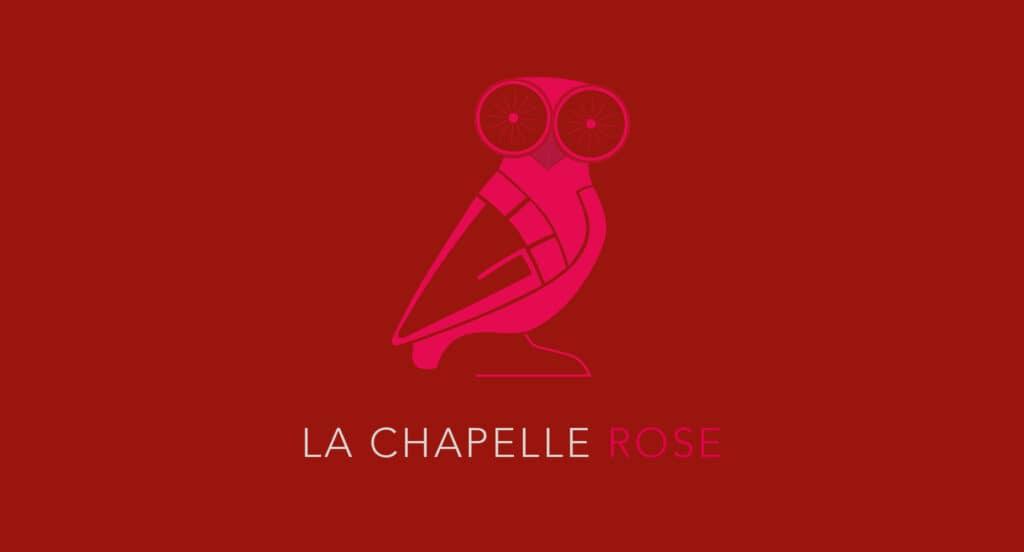 la chouette symbolise le bon présage. Elle porte la chapelle rose.