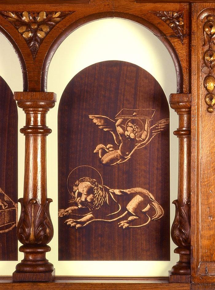 un lion et un ange portant l'évangile peinture de guillevic église de larmor-plage