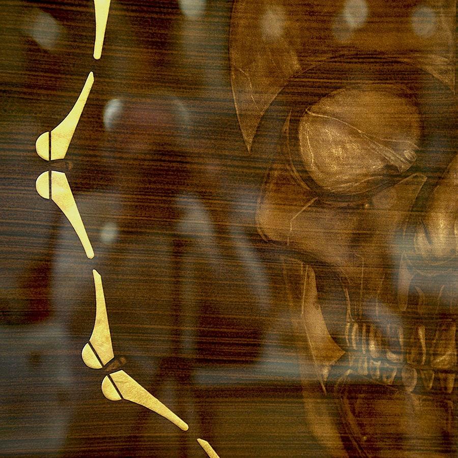 Papillons à la feuille d'or et crâne au BG pour former ce memento mori art contemporain