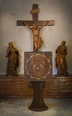 le memento mori conçu par guillevic est la propriété du diocèse de vannes